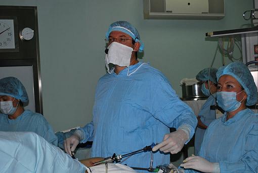 Лапароскопическое удаление кисты яичника (профессор К.В. Пучков, сентябрь 2011 года в г. Астана (Республика Казахстан).